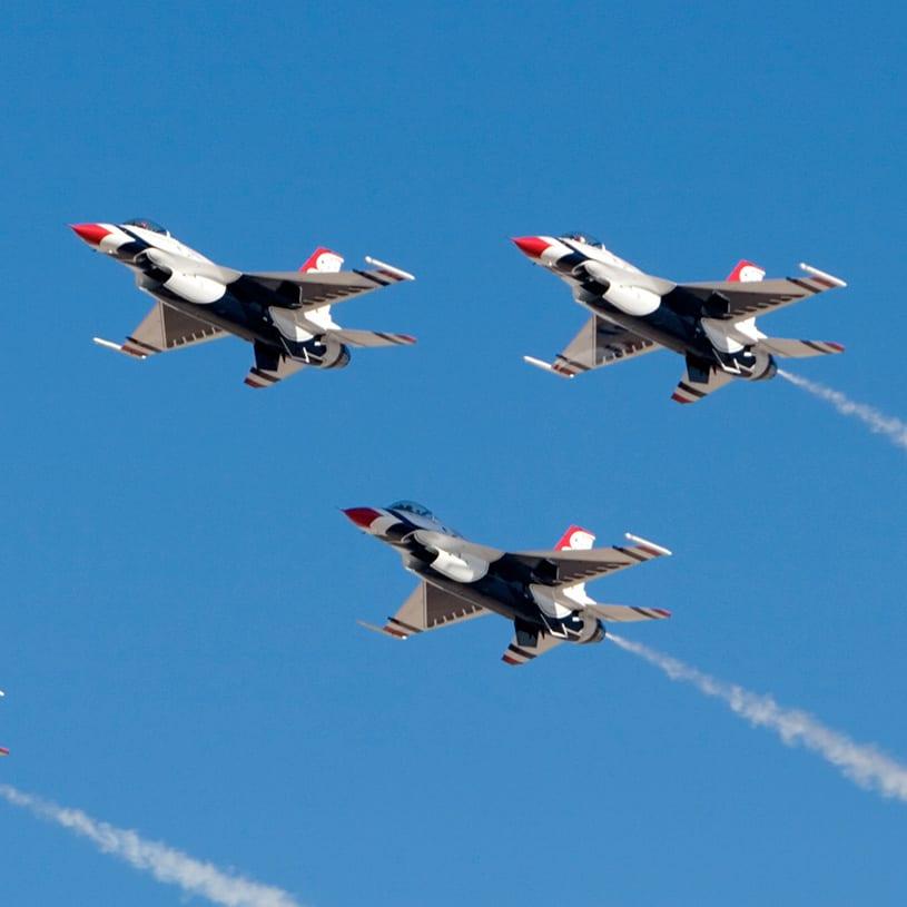 jets flying in unison